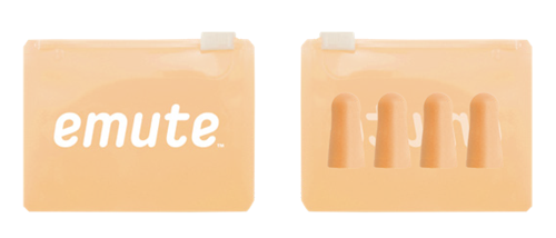 emuteのロゴ入りオレンジ色のジップバッグ