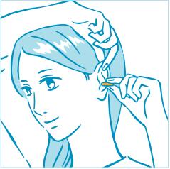 耳栓を入れるときに耳を上に引き上げる女性のイラスト